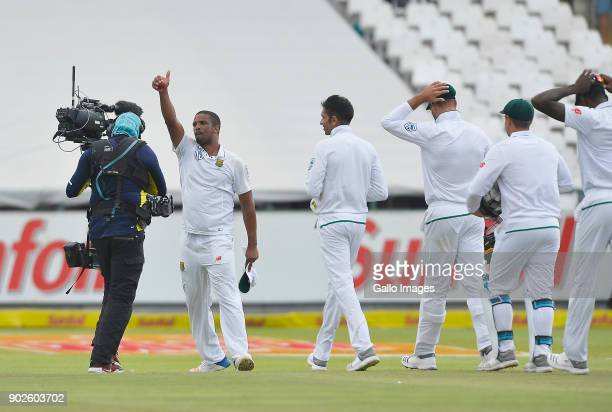 Vernon Philander and team celebrate after winning the 1st Sunfoil Test match between South Africa and India at PPC Newlands on January 08 2018 in...