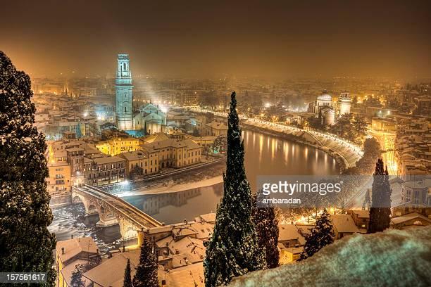 verona night_panoramicの眺め - イタリア ヴェローナ ストックフォトと画像