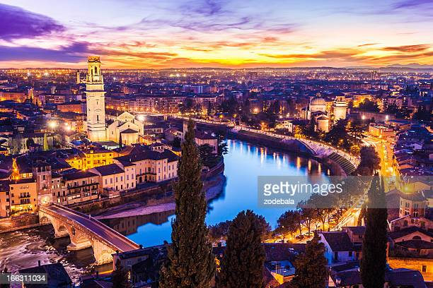 verona paesaggio urbano al tramonto, italia - verona foto e immagini stock