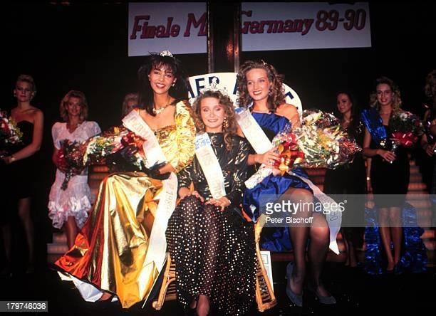 """Verona Feldbusch mit der;""""Miss-Germany"""" Gewinnerin Christiane;Stöcker und Ilka Endres ,;Miß Germany Wahlen, Cran Canaria/Spanien,;Blumen,"""