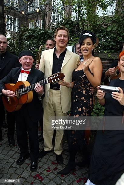 Verona Feldbusch Verlobter Franjo Pooth Mitglieder der Musikgruppe 'Lou und Band' Verlobungsfeier von Verona Feldbusch und Franjo Pooth Hamburg 'Café...
