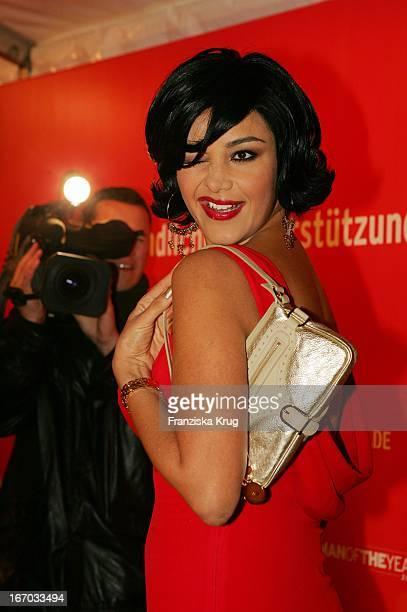 Verona FeldbuschPooth Bei Ankunft Zur Preisverleihung Woman Of The Year 2004 Gala In Der Ullstein Halle Der Axel Springer Ag In Berlin