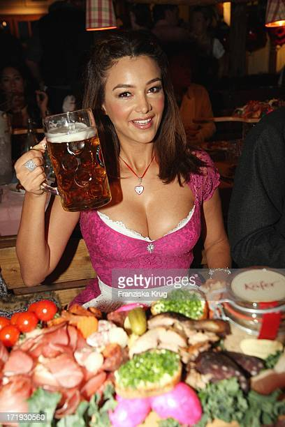 Verona Pooth Beim Krug Mediapool Stammtisch Ins Käfer Festzelt Am 200908