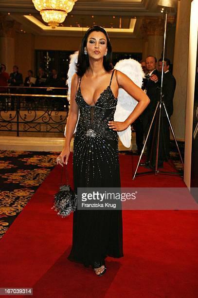 Verona Pooth In Einem Jenny Packham Kleid Bei Der Verleihung Des Felix Burda Award Im Ritz Carlton In Berlin Am 210306