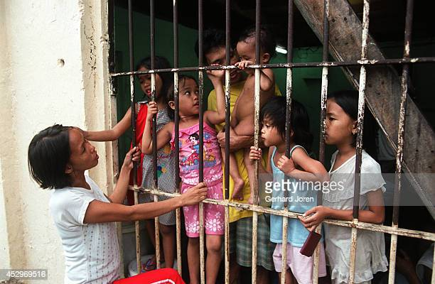 Veronica Delacruz talks with her husband Jaime and their kids at their cell barrack at Manila City Jail Jaime is a member of Batang City Jail one of...