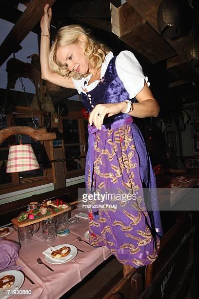 Veronica Ferres Lädt Zum Krug Mediapool Stammtisch Ins Käfer Festzelt Am 200908