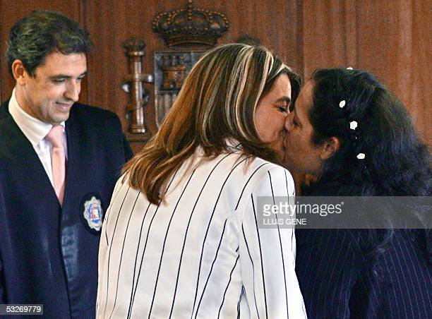 Veronica kisses Tiana in front of the municipal councellor Jorge Vergara during their wedding at Mollet del Valles near Barcelona 22 July 2005 The...