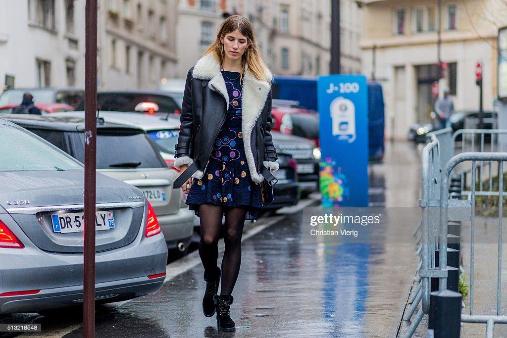 Street Style -Paris Fashion Week : Day one Womenswear Fall Winter 2016/2017 : News Photo