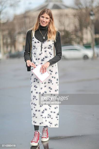 Veronika Heilbrunner is wearing a Chanel bag after the Chanel show during Paris Fashion Week Womenswear Fall Winter 2016/2017 on March 8 2016 in...