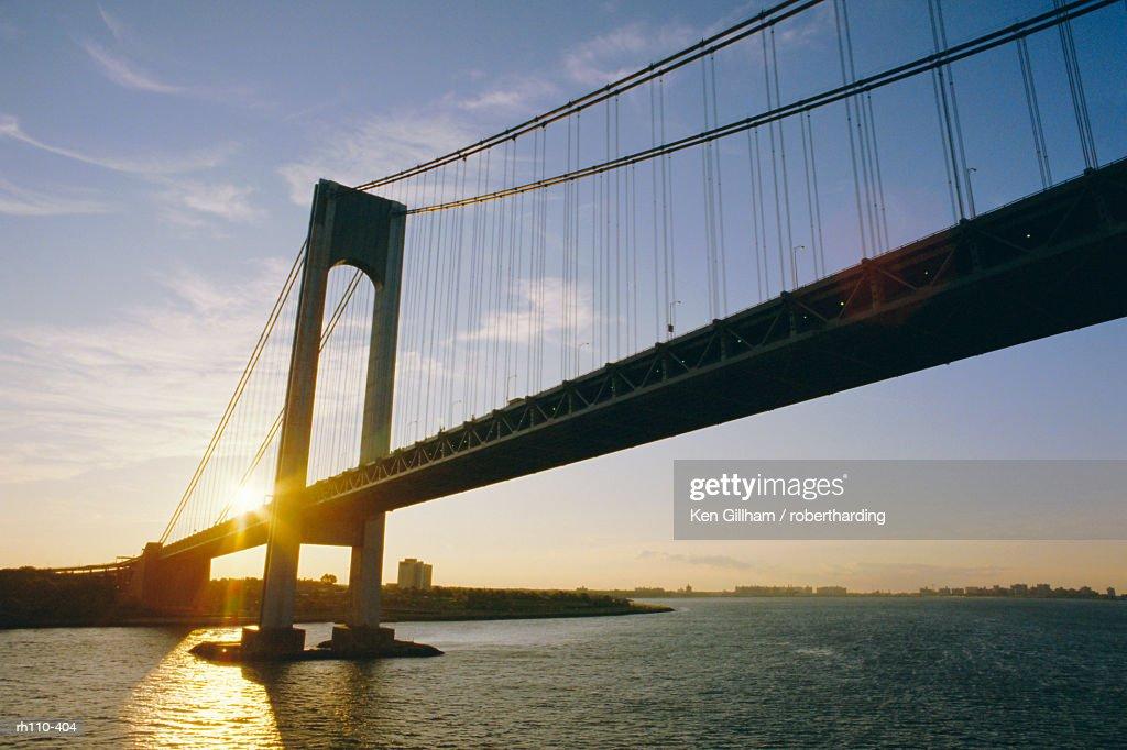 Verrazano Narrows Bridge, approach to the city, New York, New York State, USA, North America : Foto de stock