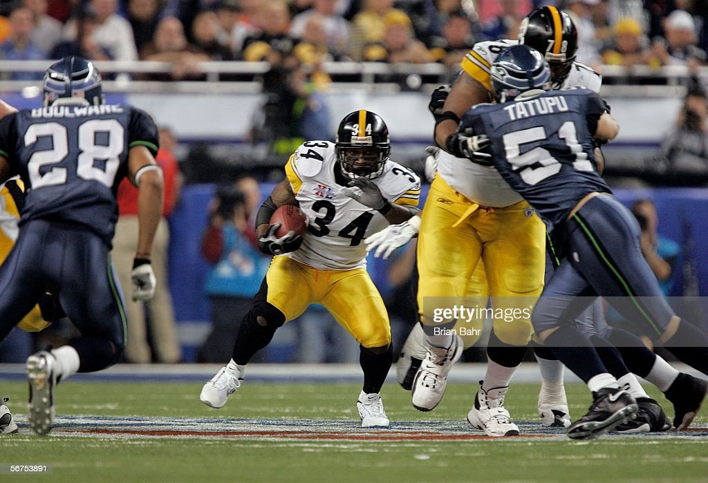 Verron Hayes #34 of the Pittsburgh Steelers runs with the ball against the Seattle Seahawks in Super Bowl XL at Ford Field on February 5, 2006 in Detroit, Michigan. The Steelers won 21-10.