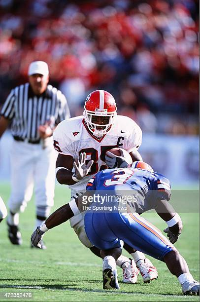 Verron Haynes of the Georgia Bulldogs runs with the ball against the Florida Gators in Jacksonville, Florida on October 27, 2001.