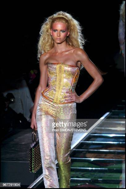 Versace. Spring-summer 2002 collection fashion show.