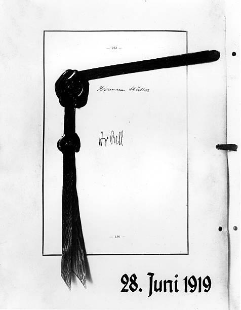 Vertrag v. Versailles - Unterschriften Pictures | Getty Images