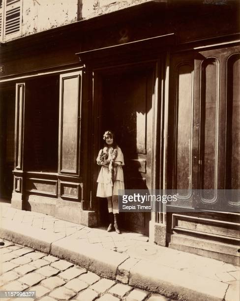 [Versailles Maison Close Petit Place Mars 1921 ] Eugene Atget French 1857 1927 Paris France Europe March 1921 Gelatin silver chloride printingout...
