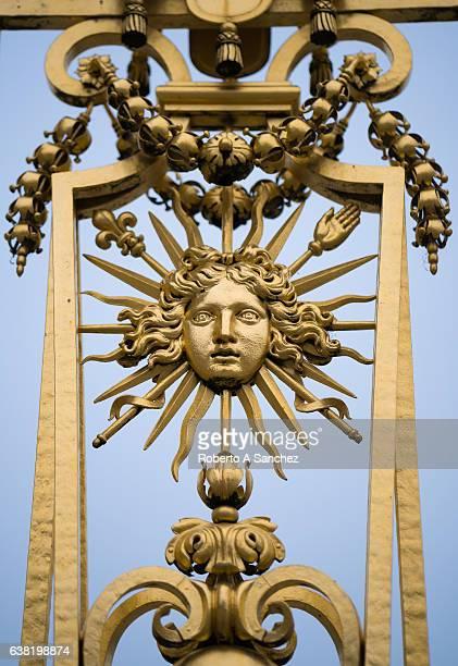 versailles ornate fence - chateau de versailles stock pictures, royalty-free photos & images