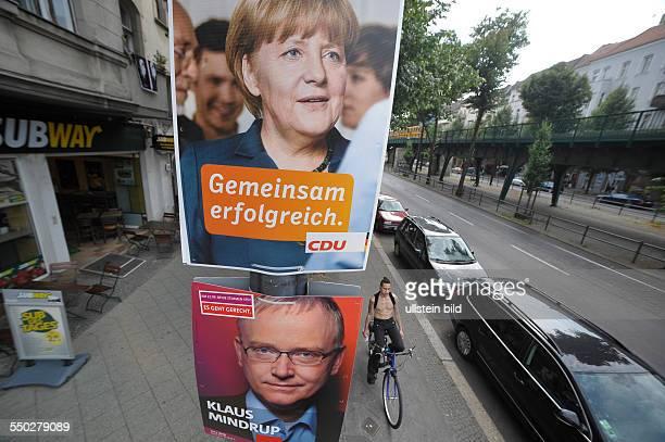 Verschiedne Wahlplakate Wahlplakat der CDU zeigt Angela Merkel und ein Wahlplakat der SPD zeigt Kandidat Klaus Mindrup in BerlinPrenzlauer Berg