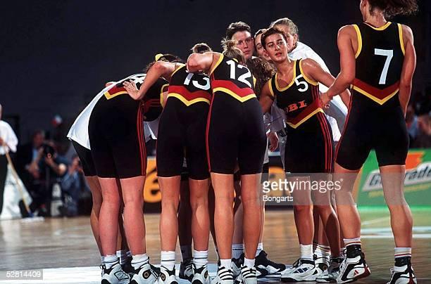 BASKETBALL Supercup/Frauen GER ITA 300597 Verschwoerung GER Andrea HOHL