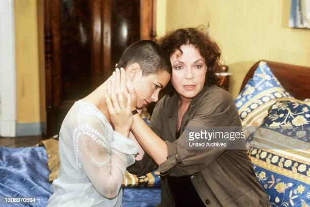 Versprich mir, dass es den Himmel gibt - rtl Louis lebt mit seiner todkranken Frau Cora zusammen. Als er seiner Jugendliebe Stella wiederbegegnet,...