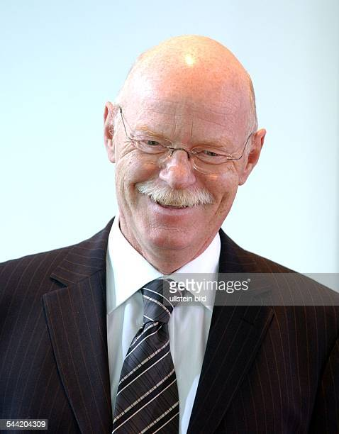 2842004 Verteidigungsminister Peter Struck Porträt Politiker