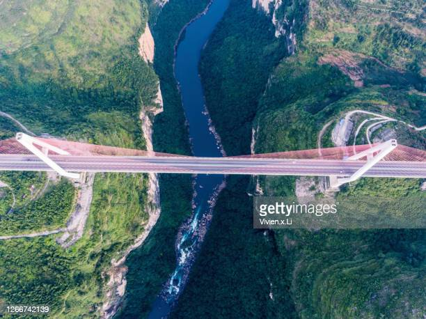 vertical aerial photography of the liuchong river bridge in guizhou - province du guizhou photos et images de collection