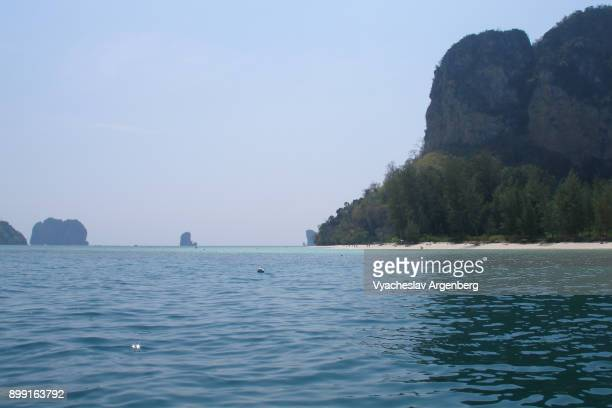 vertical limestone cliffs of koh poda island, thailand - argenberg stock-fotos und bilder