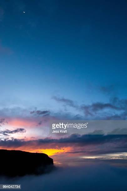 vertical sunset in nevado del ruiz - nevado del ruiz fotografías e imágenes de stock