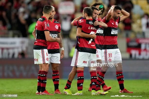 Éverton Ribeiro of Flamengo hugs teammate Mauricio Isla after winning a semi final first leg match between Flamengo and Barcelona SC as part of Copa...