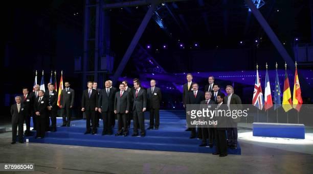 Vertreter der beteiligten Länder Frankreich, Grossbritannien, Spanien und Deutschland, am Bau des Airbus 380 bei der Vorstellung in Toulouse in...