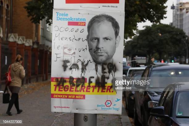 Verunstaltetes Wahlplakat der FDP mit dem Portrait des Spitzenkandidaten Christoph Meyer zur Bundestagswahl 2017 in BerlinMitte am Freie Demokraten...