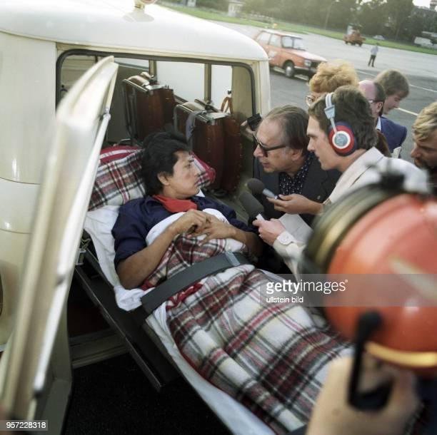 Verwundete Nikaraguaner treffen auf dem Ostberliner Flughafen Schönefeld ein, aufgenommen 1979. Die DDR, wie andere sozialistische Länder, stellten...