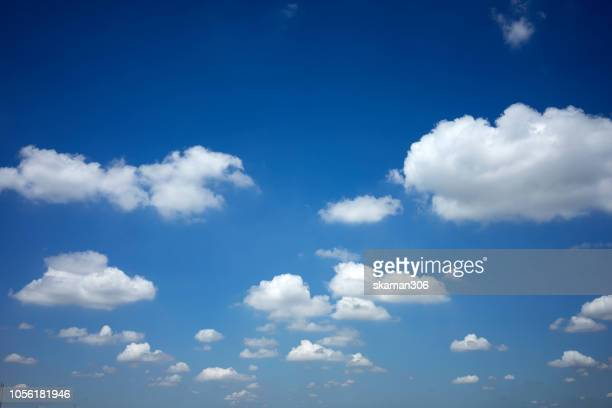 very clear and bright sky and cloudy - nuvens fofas imagens e fotografias de stock