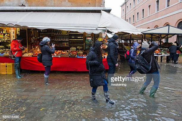 A very strong high water at 124 cm above sea level hit Venice this morning flooding a very large part of the city
