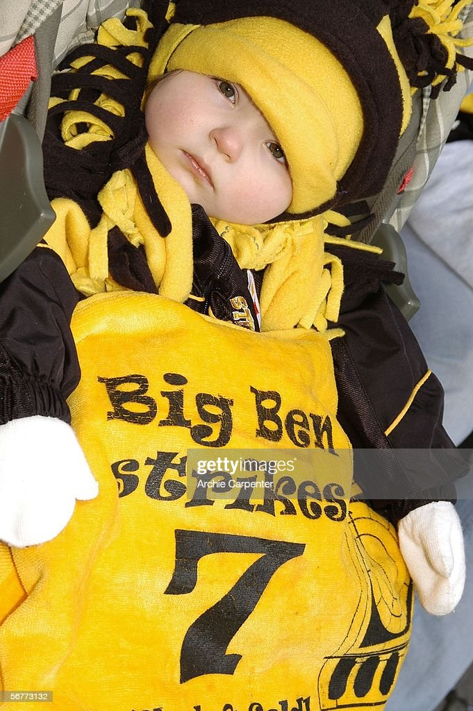 A very young Pittsburgh Steelers fan waits for the start of the parade celebrating the win at Super Bowl XL in downtown Pittsburgh, Pennsylvania on February 7, 2006.