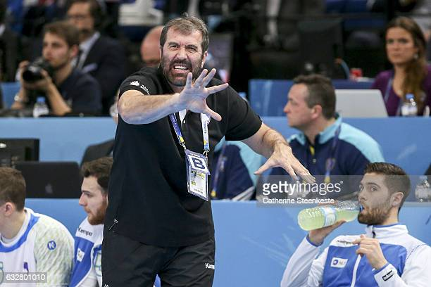 Veselin Vujovic Head Coach of Slovenia is calling a play during the 25th IHF Men's World Championship 2017 Semi Final match between France and...