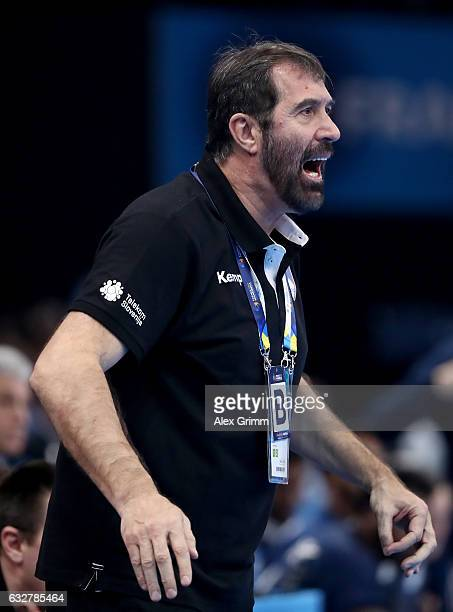 Veselin Vujovic head coach of Slovenia reacts during the 25th IHF Men's World Championship 2017 Semi Final match between France and Slovenia at...