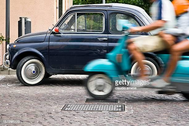 Vespa und Fiat 500 Personen. Bewegungsunschärfe. Farbe