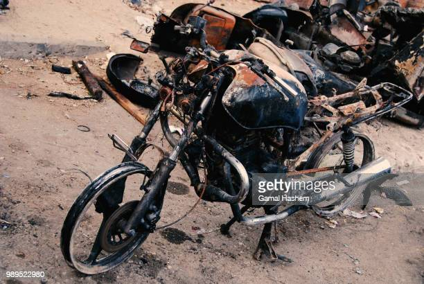 vespa massacre 2/4 - motorcycle accident stock pictures, royalty-free photos & images