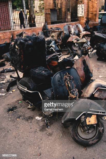 vespa massacre 3/4 - motorcycle accident stock pictures, royalty-free photos & images