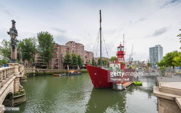vaartuig 11 boot gebruikt als een restaurant in rotterdam, nederland - rotterdam stockfoto's en -beelden