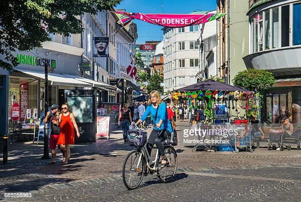vestergade pedestrian shopping mall odense - オーデンセ ストックフォトと画像