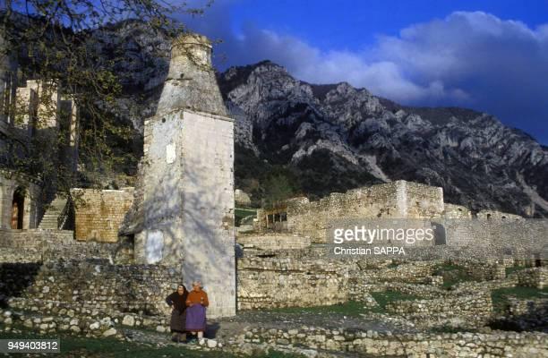 Vestige d'un minaret dans l'enceinte du château de Krujë, Albanie.