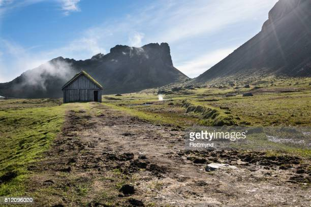 vestrahorn is a 454 meter high mountain overlooking the atlantic ocean and part of the headland - austurland stock pictures, royalty-free photos & images