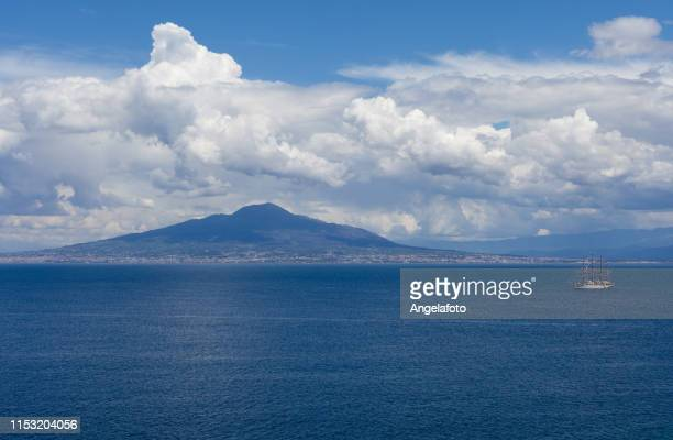 vesuvius volcano seen from sorrento - sorrento italy stock pictures, royalty-free photos & images