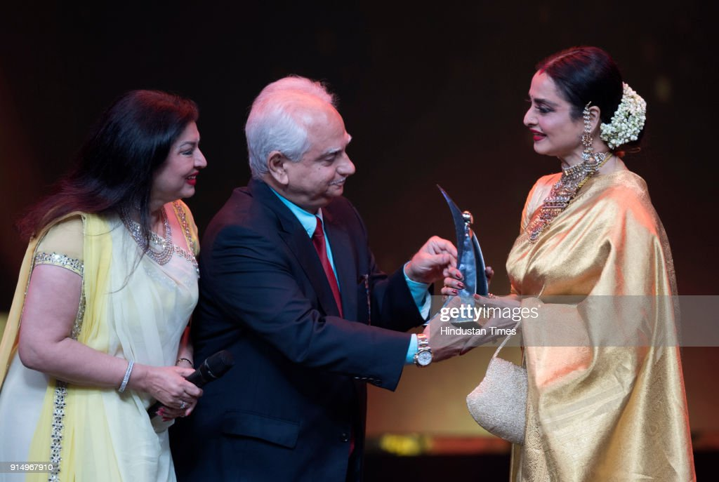 Veteran actor Rekha gets the Hall of Fame award from filmmaker Ramesh Sippy and his wife Kiran Juneja during Hindustan Times India`s Most Stylish...