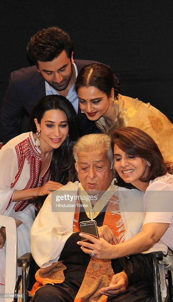 Veteran actor Shashi Kapoor and Bollywood actors Karisma Kapoor Ranbir Kapoor Rekha and Neetu Singh Kapoor click Selfie after receive the Dadasaheb...