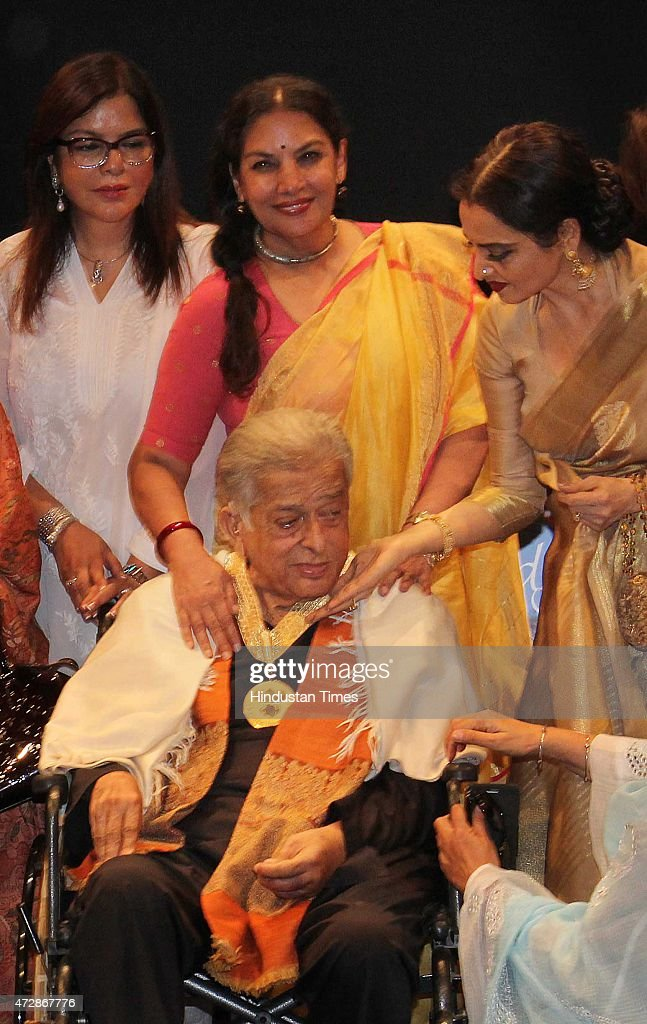 Veteran actor Shashi Kapoor and Bollywood actors Zeenat Aman Shabana Azmi and Rekha after receive the Dadasaheb Phalke Award the highest honour in...