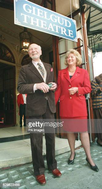LONDON 21194 Veteran actor Sir John Gielgud with Janet Holmes a Court chairman of Stoll Moss Theatres Limited in London's West End toady wehre he...