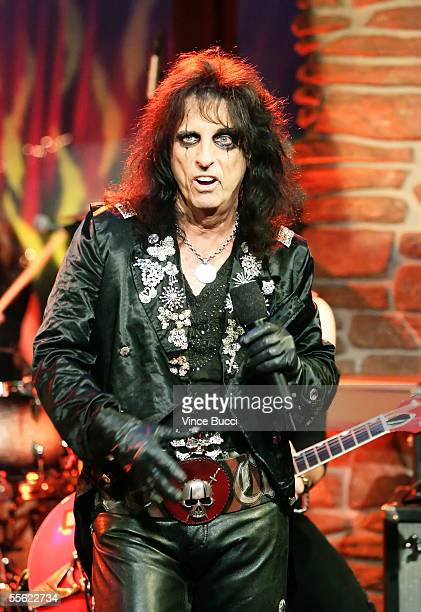 Veteran rock and roll musician Alice Cooper performs during the taping of The Late Late Show With Craig Ferguson on September 15 2003 at the CBS...