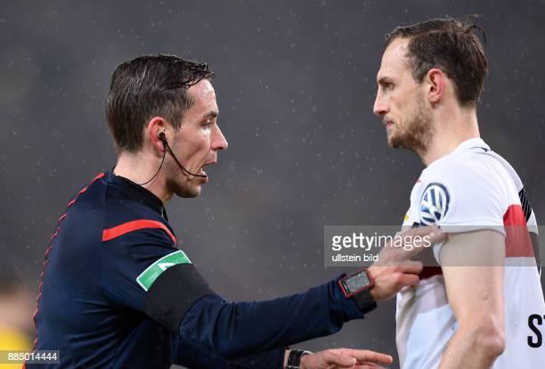 FUSSBALL VfB Stuttgart Borussia Dortmund Schiedsrichter Tobias Stieler mit Georg Niedermeier